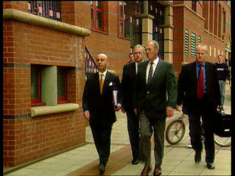 stockvideo's en b-roll-footage met private prosecution case brought lib exchief superintendent david duckenfield and former superintendent bernard murray along to court - aanklager rechtszaak