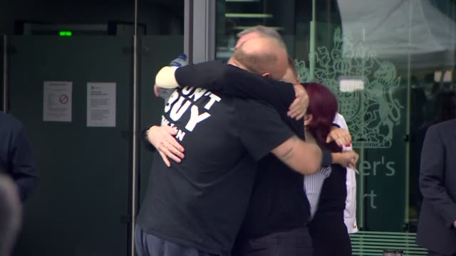 vídeos de stock, filmes e b-roll de south yorkshire police faces lawsuit from families of victims 2642016 cheshire warrington ext people hugging outside inquest after ruling that the 96... - lawsuit