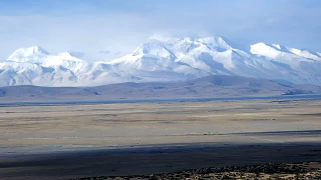 himalayas, gurla mandhata peak (7,694 m) - tibetan plateau stock videos & royalty-free footage