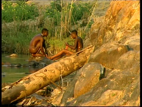 ms 2 himba tribesmen washing in river, namibia - indigenes volk stock-videos und b-roll-filmmaterial