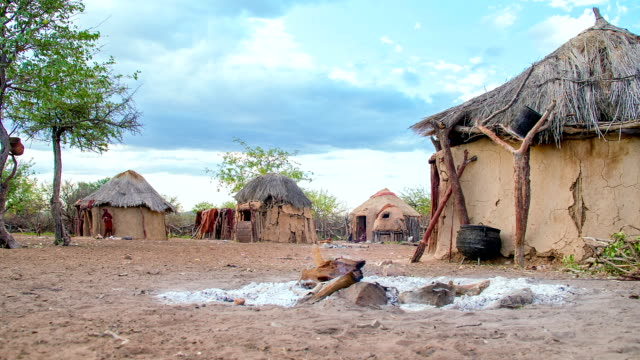 ws-ds-himba-dorf - stamm stock-videos und b-roll-filmmaterial