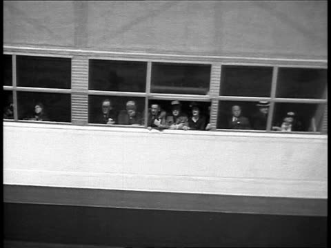 hindenburg flying over manhattan / aerial hindenburg flying over new jersey / passengers on hindenburg looking out of window before landing /... - manhattan video stock e b–roll