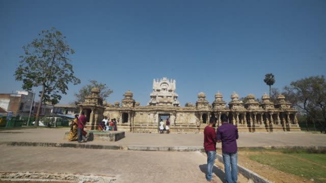 vídeos y material grabado en eventos de stock de hindu ancient temple kailasanathar steadicam shot - templo
