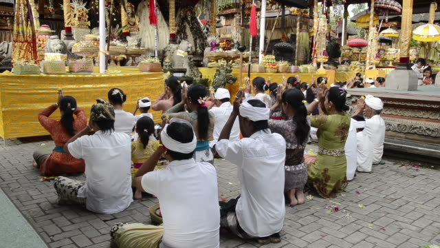 ms tu hindu ceremony with worshipers in colorful decorated pura desa temple for ceremony / ubud, bali, indonesia, asia - ubud district stock videos & royalty-free footage