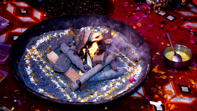 hindu ritual hawan phere - wedding stock videos & royalty-free footage