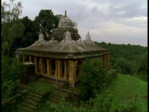 wa hindu temple in jungle, bandhavgarh national park, india - national icon stock videos & royalty-free footage