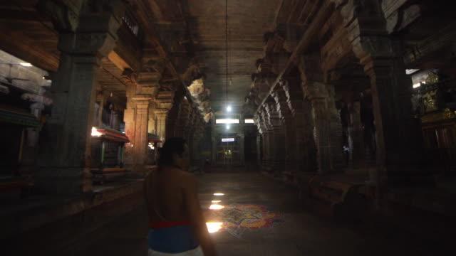 hindu temple sri ekambaranathar indoors steadicam shot - dolly shot stock videos & royalty-free footage