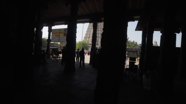 vídeos y material grabado en eventos de stock de hindu temple sri ekambaranathar outdoors steadicam shot - templo