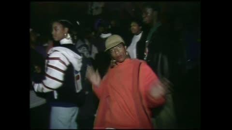 vídeos de stock, filmes e b-roll de hip hop crowd shots and dancers at club homebase in 1992. - discoteca