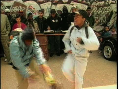 stockvideo's en b-roll-footage met hip hop group black moon's 1st tv performance of who got the props on video music box in 1992 - hiphop