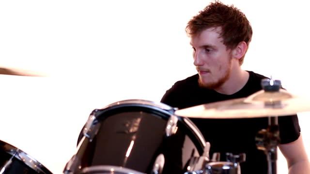 stockvideo's en b-roll-footage met hip teenage drummer - drummer