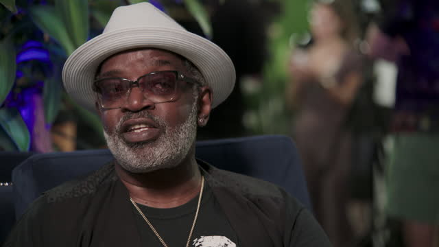 """hip-hop artist fred brathwaite, known by his stage name """"fab 5 freddy,"""" talks about cryptocurrency culture at bitcoin 2021 in miami. - cryptocurrency stock videos & royalty-free footage"""