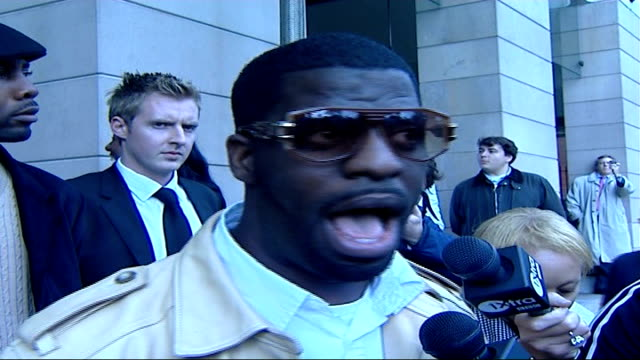 hip-hop artist rhymefest arriving for meeting with david cameron / interview; rhymefest exiting building through revolving doors and along to speak... - バンド アメリカ点の映像素材/bロール