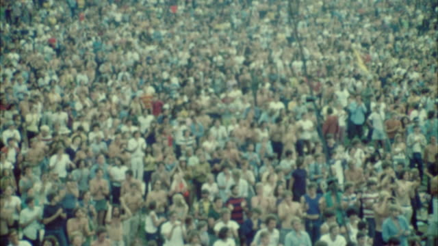 vídeos de stock e filmes b-roll de cs hippie audience at woodstock festival / bethel, new york, usa - 1969