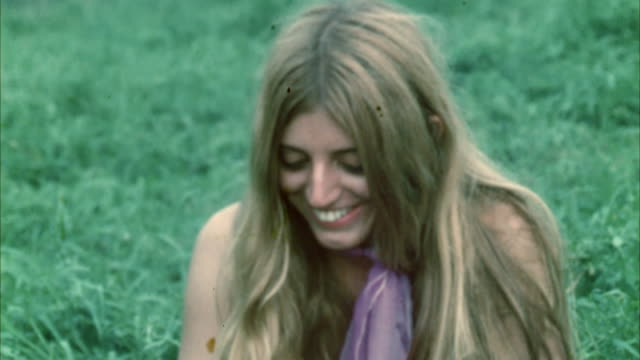 montage hippie audience at woodstock festival / bethel, new york, usa - 1969年点の映像素材/bロール