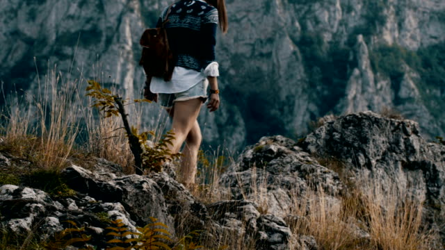 hippie woman enjoy on mountain - attività equestre ricreativa video stock e b–roll