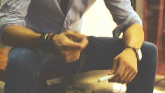 Hipster hörende Musik