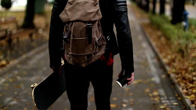 Hipster d'allées, skateboard