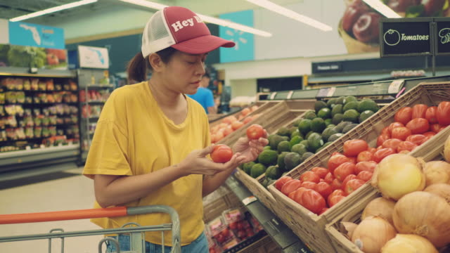Hipster woman buying food in supermarket.
