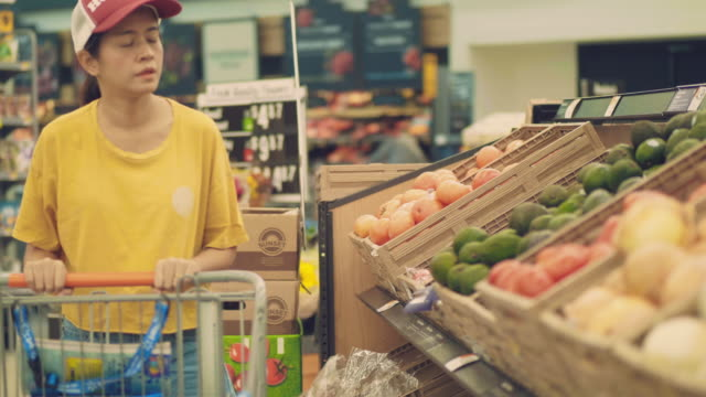 hipster woman in grocery store - picking stock videos & royalty-free footage