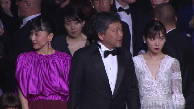 hirokazu kore-eda, sakura ando, mayu matsuoka at 'shoplifters' red carpet arrivals - the 71st annual cannes film festival at grand theatre lumiere on... - ladendieb stock-videos und b-roll-filmmaterial