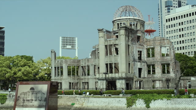 ws hiroshima peace memorial (commonly called atomic bomb dome or a-bomb dome), hiroshima peace memorial park, hiroshima, japan - 記念碑点の映像素材/bロール
