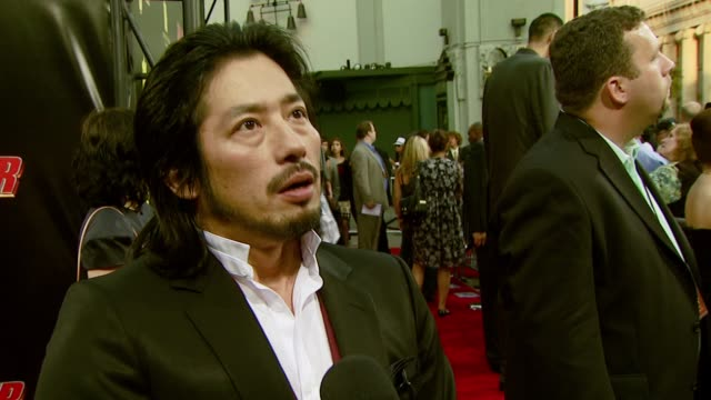 vidéos et rushes de hiroyuki sanada on playing the role of a villain, how jackie chan organized the action scenes, and the fight scene at the eiffel tower at the 'rush... - rush hour