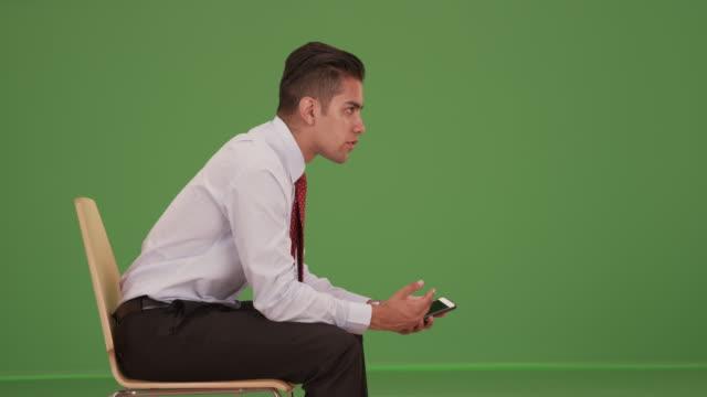 vídeos de stock, filmes e b-roll de hispanic business professional talking to colleague off camera on green screen - neckwear