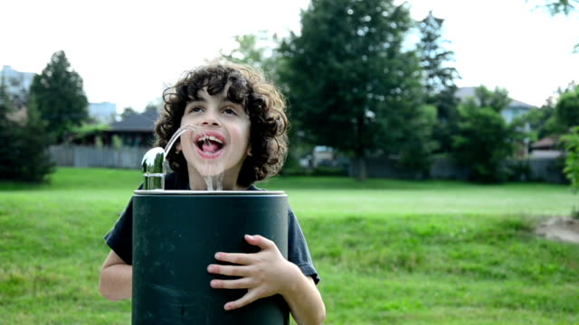 hispanic child drinking from water fountain - drinking water stock videos & royalty-free footage