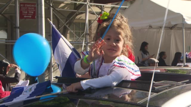 hispanic day parade nyc nicaragua float at the hispanic day parade on october 13 2013 in new york new york - bandiera dell'argentina video stock e b–roll