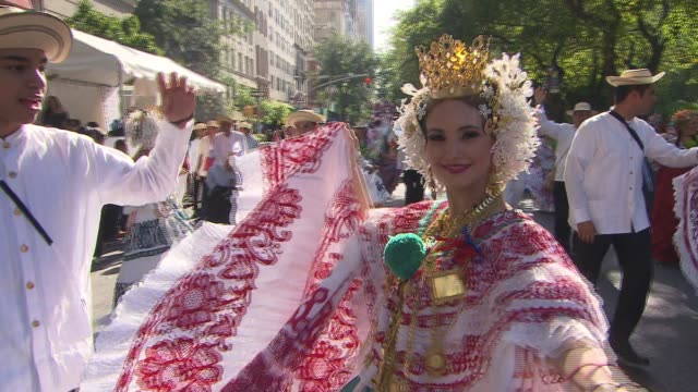 hispanic day parade nyc panamanian dancers at the hispanic day parade on october 13 2013 in new york new york - bandiera dell'argentina video stock e b–roll