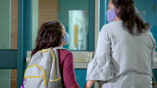 hispanic girl, mother leaving school, wearing face masks - backpack stock videos & royalty-free footage