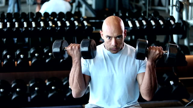 hispanic man body building, lifting dumbbells - dumbbell stock videos & royalty-free footage