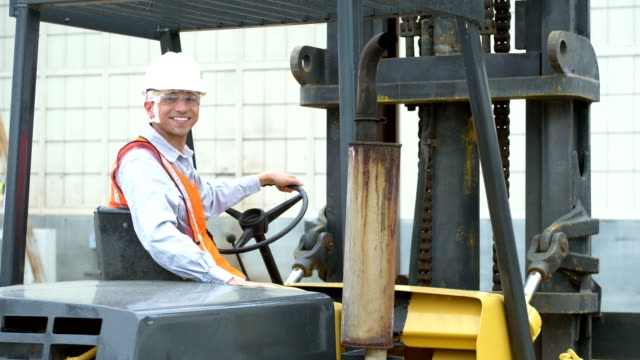 hispanic man operating a forklift - commercial land vehicle stock videos & royalty-free footage
