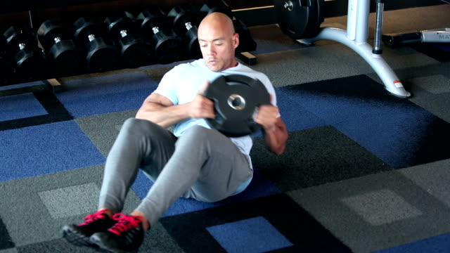 hispanic man working out, core strengthening exercises - abdominal muscle stock videos & royalty-free footage