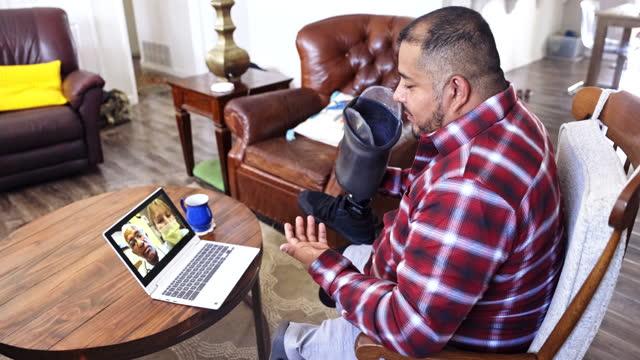 hispanic veteran amputee telemedicine call with doctors - war veteran stock videos & royalty-free footage