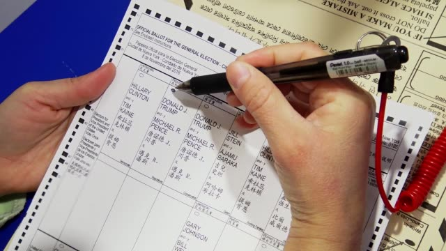 stockvideo's en b-roll-footage met hispanic woman fills out a general election us presidential election ballot / upper west side ps 163 west 96th street / manhattan new york city usa /... - presidentsverkiezing