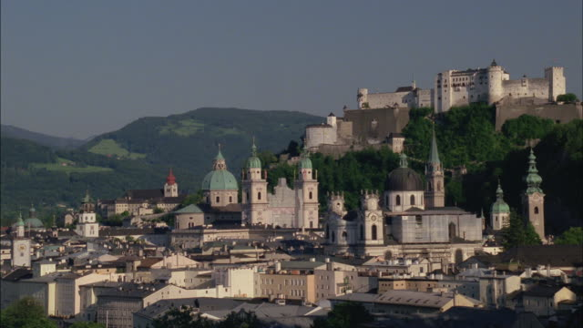 historic buildings sprawl up a hillside. - tornspira bildbanksvideor och videomaterial från bakom kulisserna