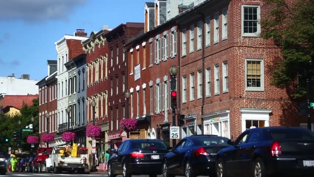 vidéos et rushes de historic buildings stand along the chesapeake and ohio canal towpath in the georgetown neighborhood of washington dc wide shots of a row of old... - georgetown washington dc