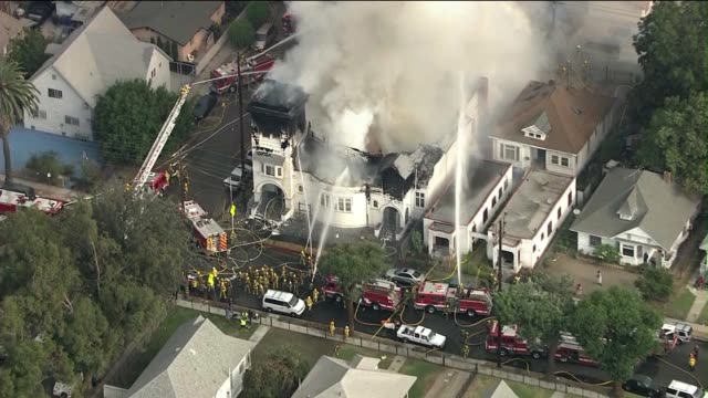 vidéos et rushes de historic crouch memorial church catches fire on october 08 2013 in los angeles california - brasier