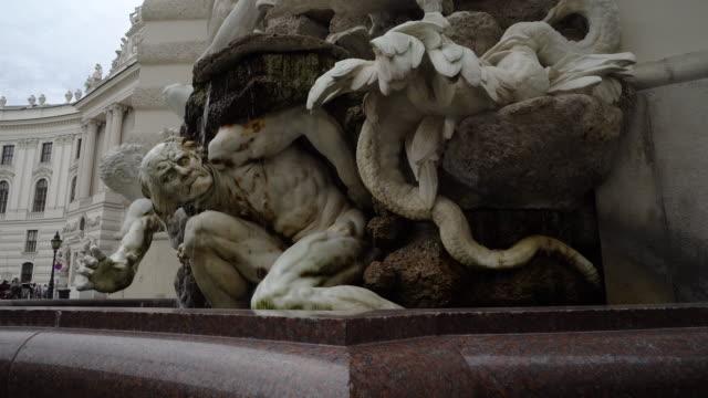 historiska fontän wien michaelerplatz - österrikisk kultur bildbanksvideor och videomaterial från bakom kulisserna