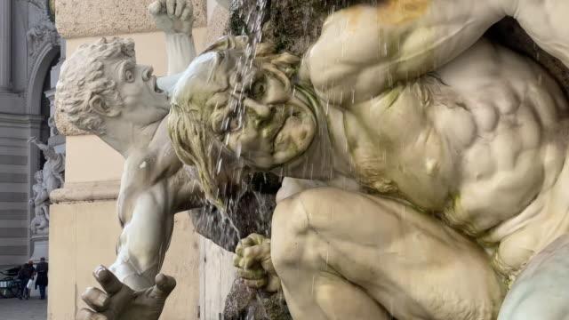 stockvideo's en b-roll-footage met historische fontein wenen - oostenrijkse cultuur