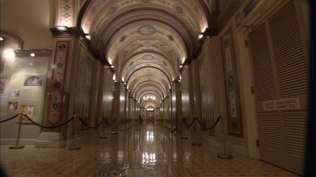 vídeos de stock e filmes b-roll de ws pov historic marble corridor of us capitol / washington dc, usa  - capitol hill