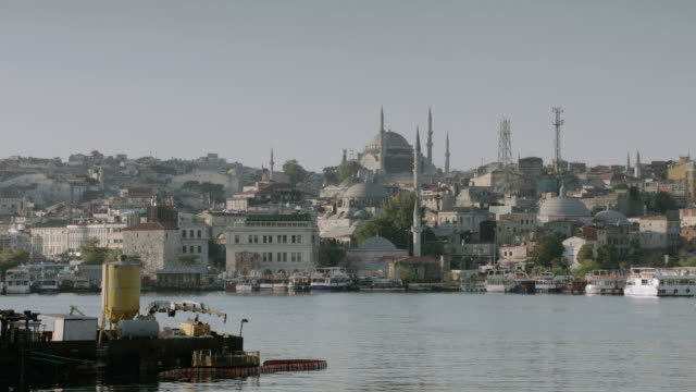 stockvideo's en b-roll-footage met ws historic mosques overlooking the bosphorus strait / istanbul, turkey - torenspits