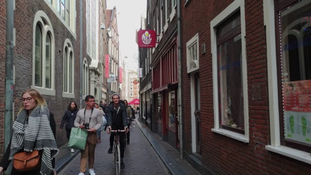 historic narrow street in the center of amsterdam red light district, amsterdam, north holland, the netherlands, europe - amsterdam stock videos & royalty-free footage