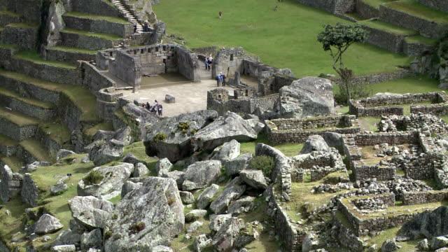 historic sanctuary of machu picchu in peru - マチュピチュ点の映像素材/bロール