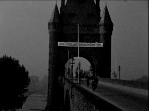 1935 b/w montage historic stone bridge over rhine river / germany - rhein stock-videos und b-roll-filmmaterial