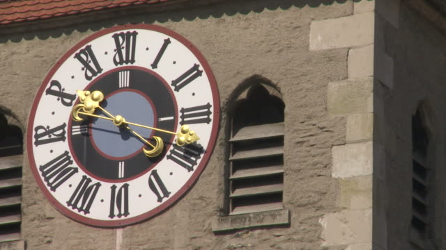 HD Historic Turret Clock (Time Lapse)