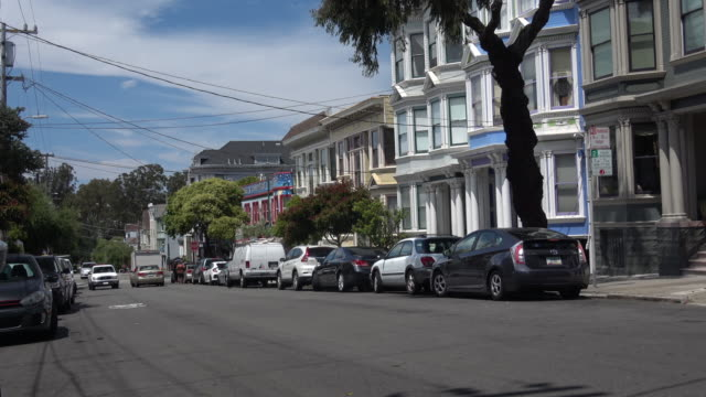 stockvideo's en b-roll-footage met historische victoriaanse huizen in san francisco - stadswoning