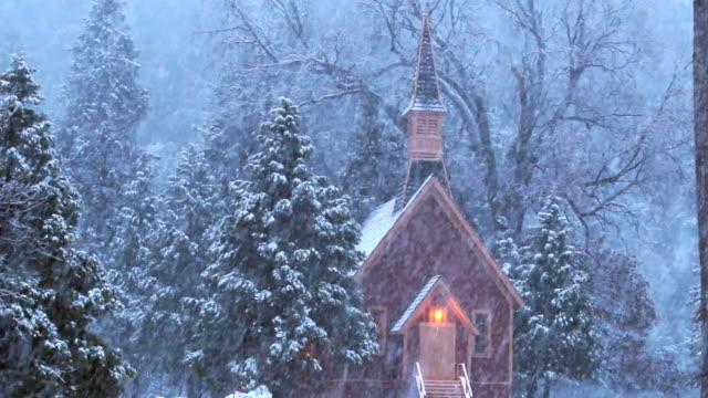 ws historic yosemite valley chapel during snowfall, yosemite national park, california, usa - yosemite national park video stock e b–roll